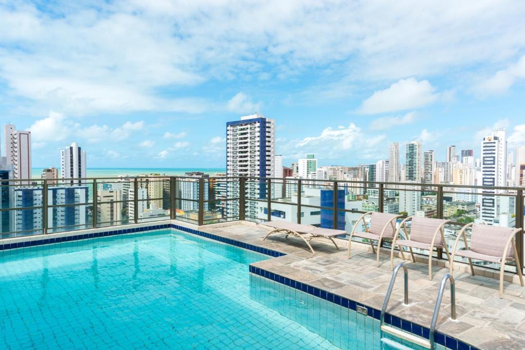 The swimming pool at or near Studio Home Service em Boa Viagem