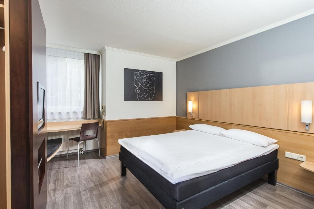 Ein Bett oder Betten in einem Zimmer der Unterkunft ibis Leipzig Nord-Ost