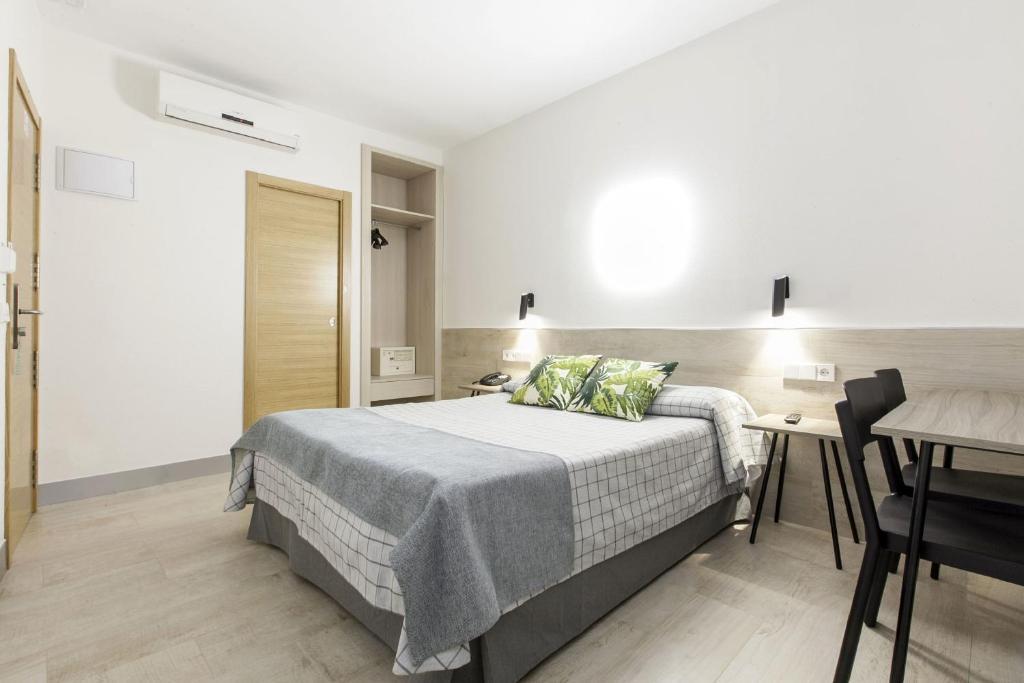 A bed or beds in a room at Hostal Castilla II Puerta del Sol