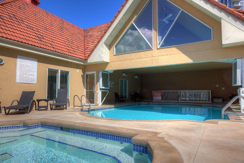 Piscina en o cerca de Discovery Bay Resort by Kelowna Resort Acc. - 80+ suites available