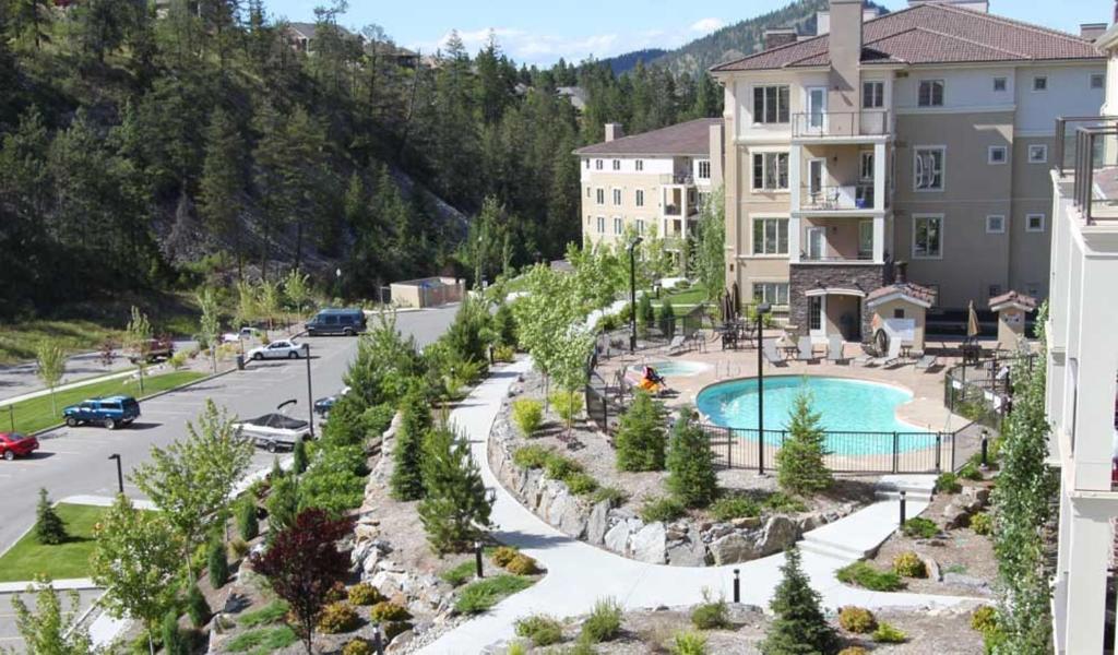 Vista de la piscina de Quail Ridge Pinnacle Pointe by Kelowna Condo Rentals o alrededores