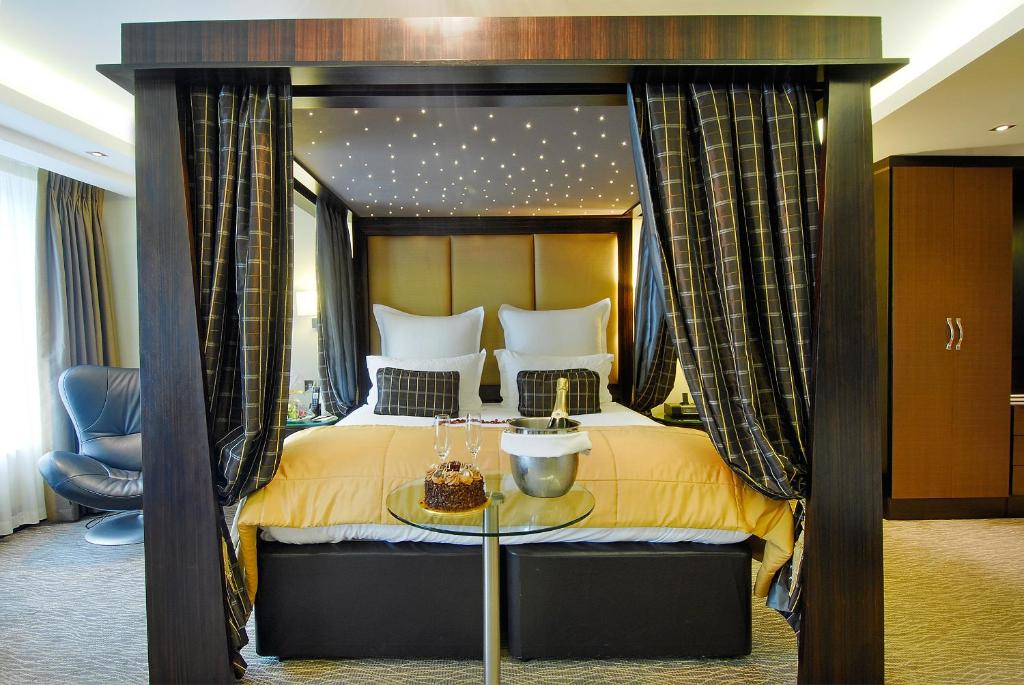 A bed or beds in a room at The Montcalm Marble Arch