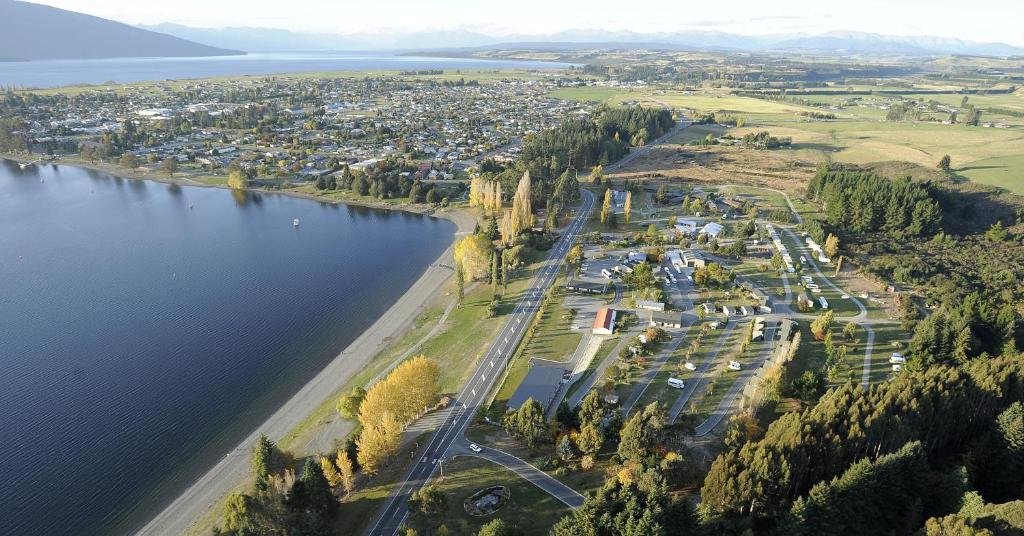 A bird's-eye view of Te Anau Lakeview Kiwi Holiday Park & Motels