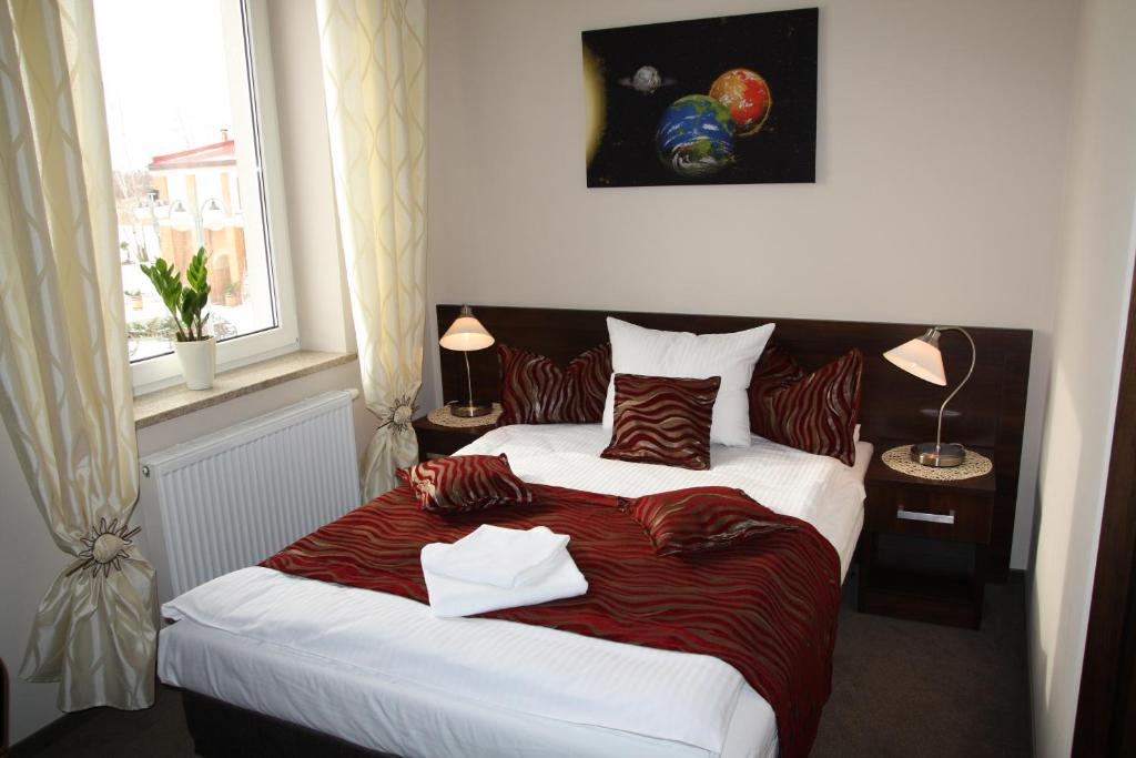 A bed or beds in a room at Hotel Kosmonauty Wrocław-Airport