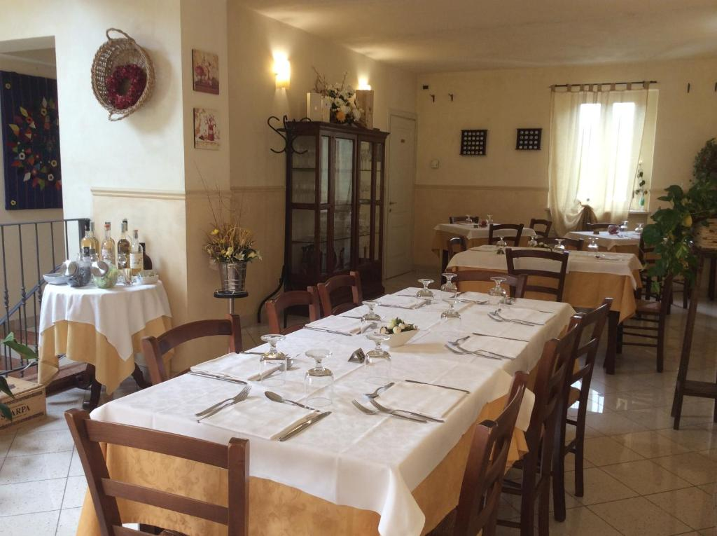A restaurant or other place to eat at Passeggeri Club House