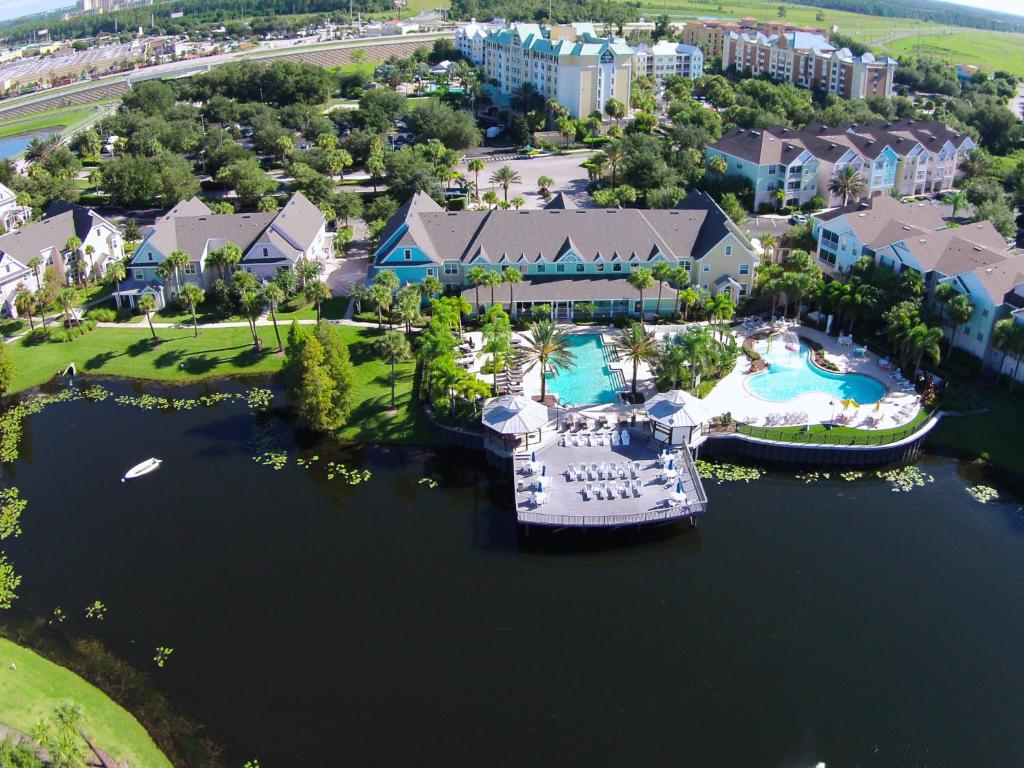 A bird's-eye view of Runaway Beach Resort by Magical Memories -Disney Area