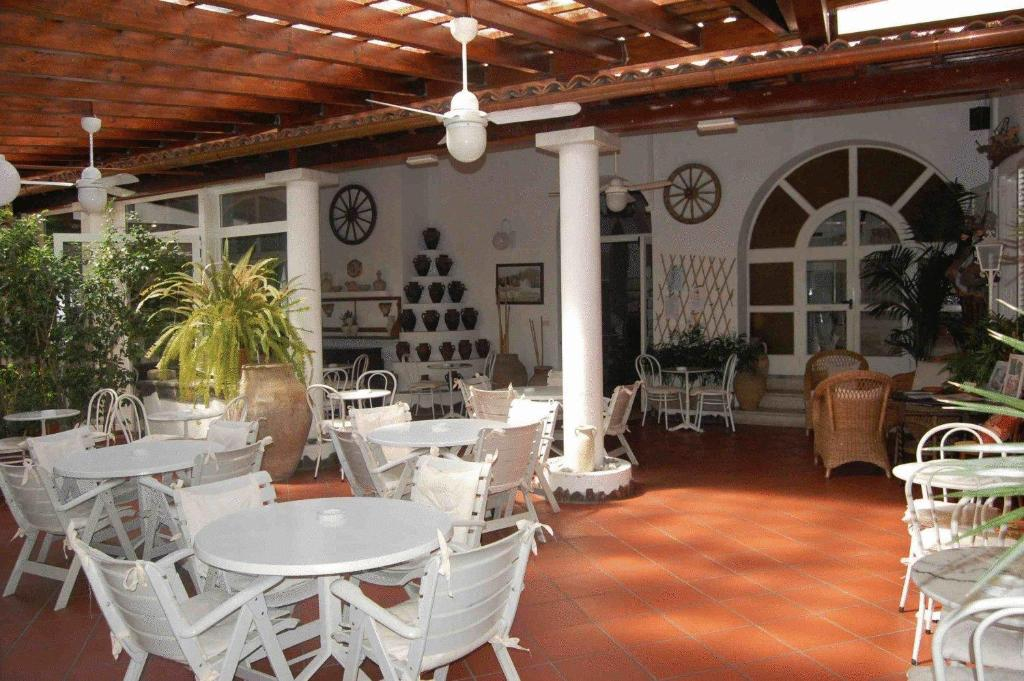 A restaurant or other place to eat at Hotel Villa Augustus