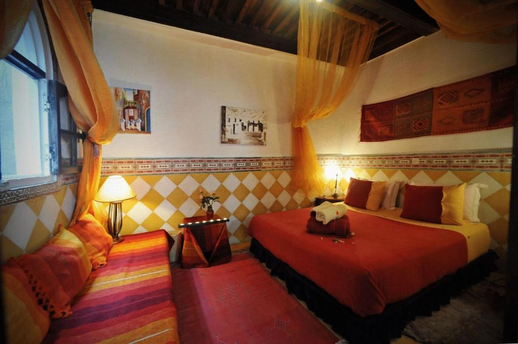 A bed or beds in a room at Dar El Paco