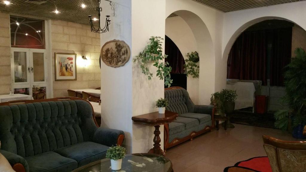 Гостиная зона в Zion Hotel