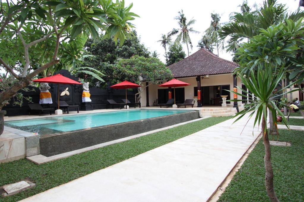 The swimming pool at or close to Hotel Melamun