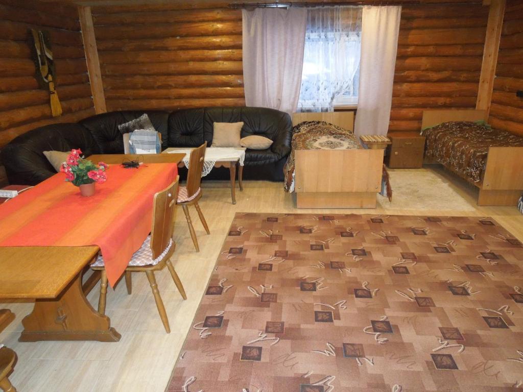 A seating area at Viesu nams Papeles