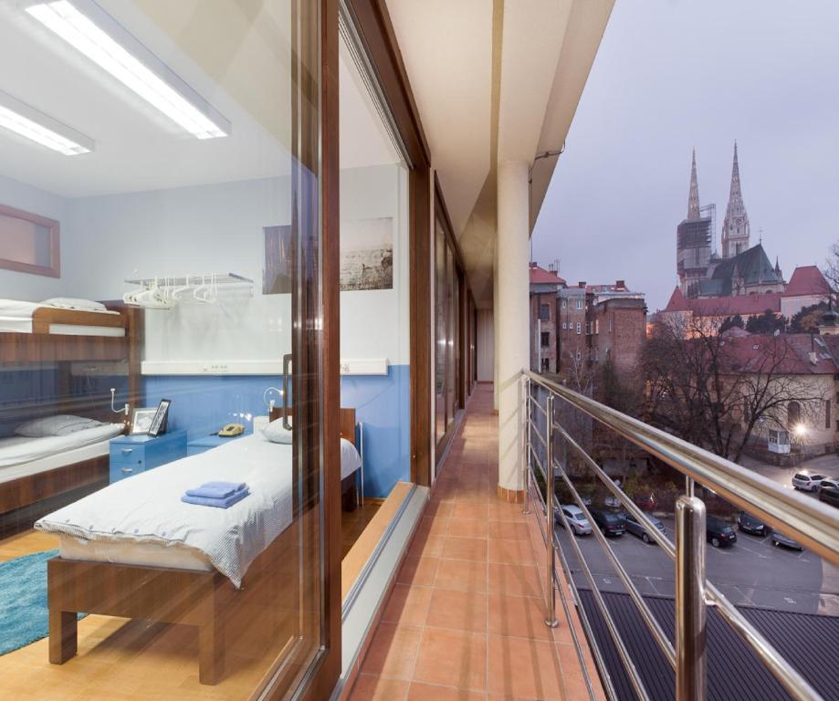 Un balcón o terraza de Hostel Bureau