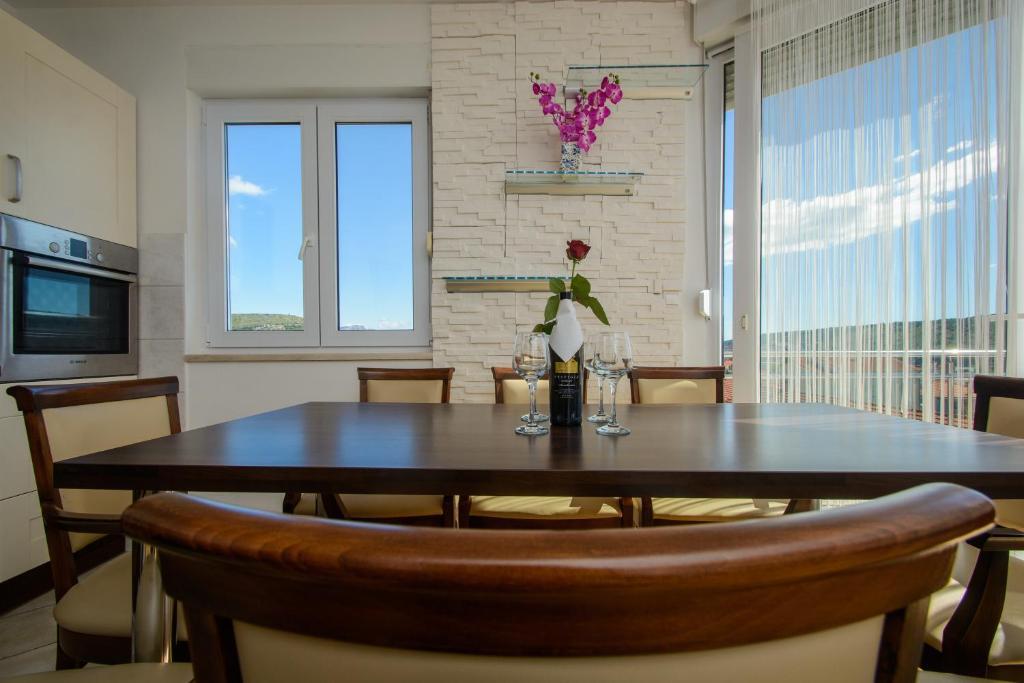 Lora Apartment