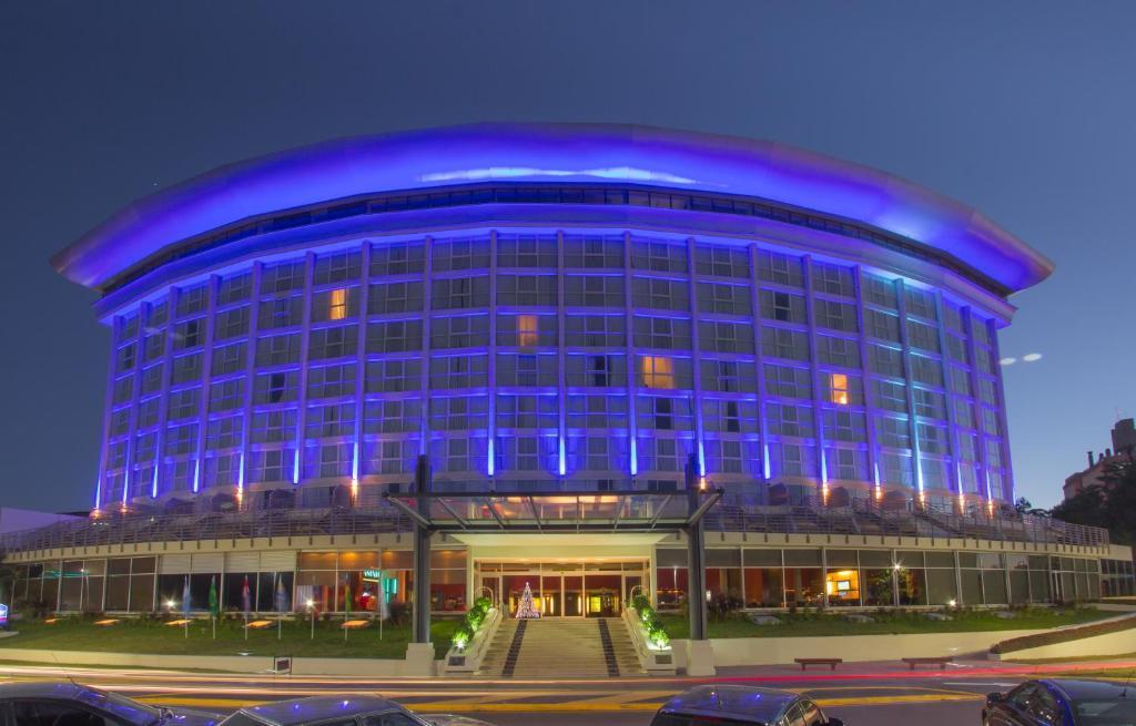 Booking.com: Howard Johnson Plaza Resort & Casino Mayorazgo ...