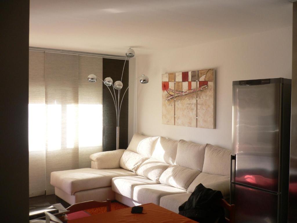 A seating area at Apartamentos Benicassim