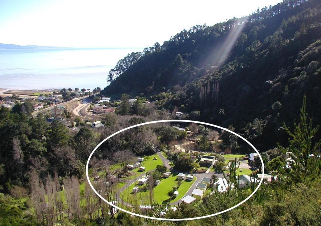 Et luftfoto af Dickson Holiday Park