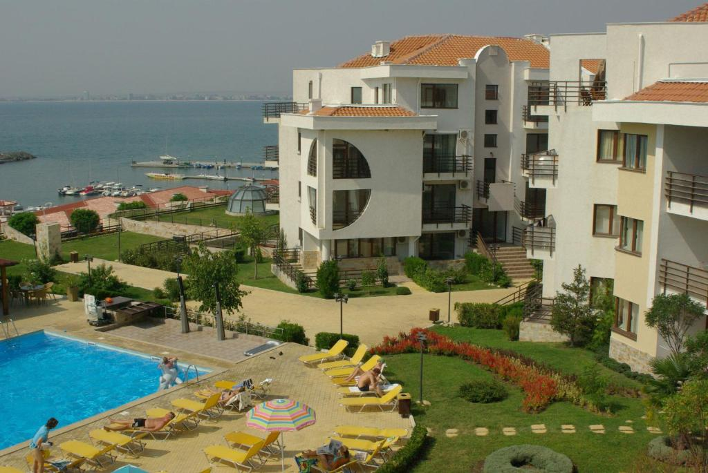 A view of the pool at DIAMOND Apartcomplex or nearby