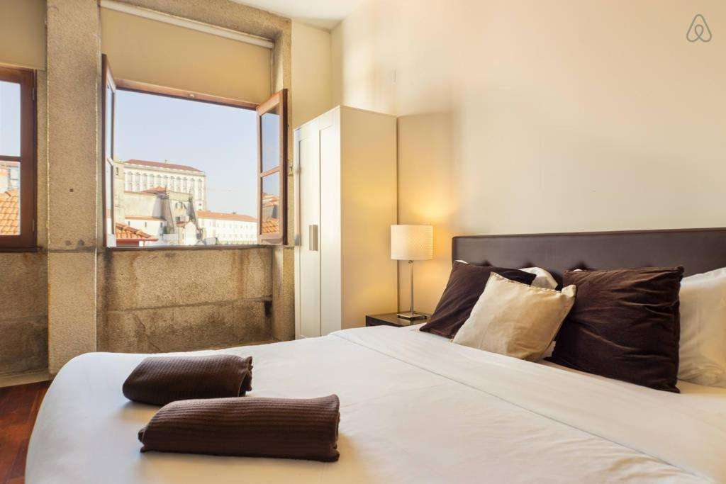 Uma cama ou camas num quarto em Low Cost Tourist Apartments - Palácio da Bolsa