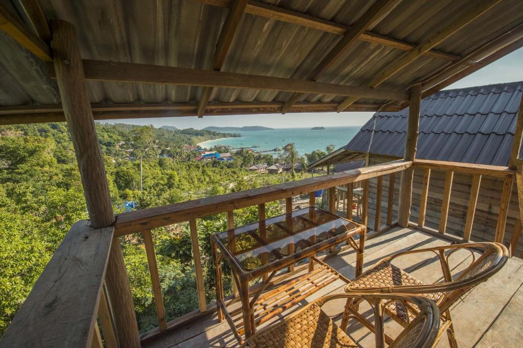 A balcony or terrace at High Land Beach Bungalow