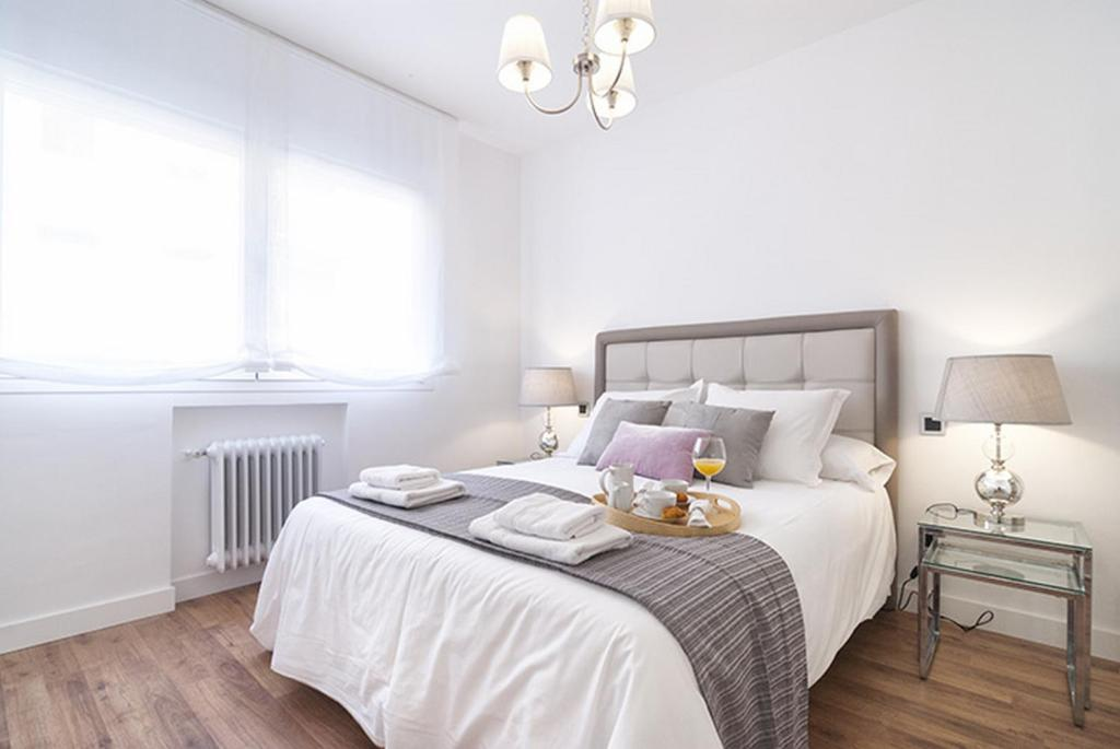 A bed or beds in a room at Friendly Rentals Abascal