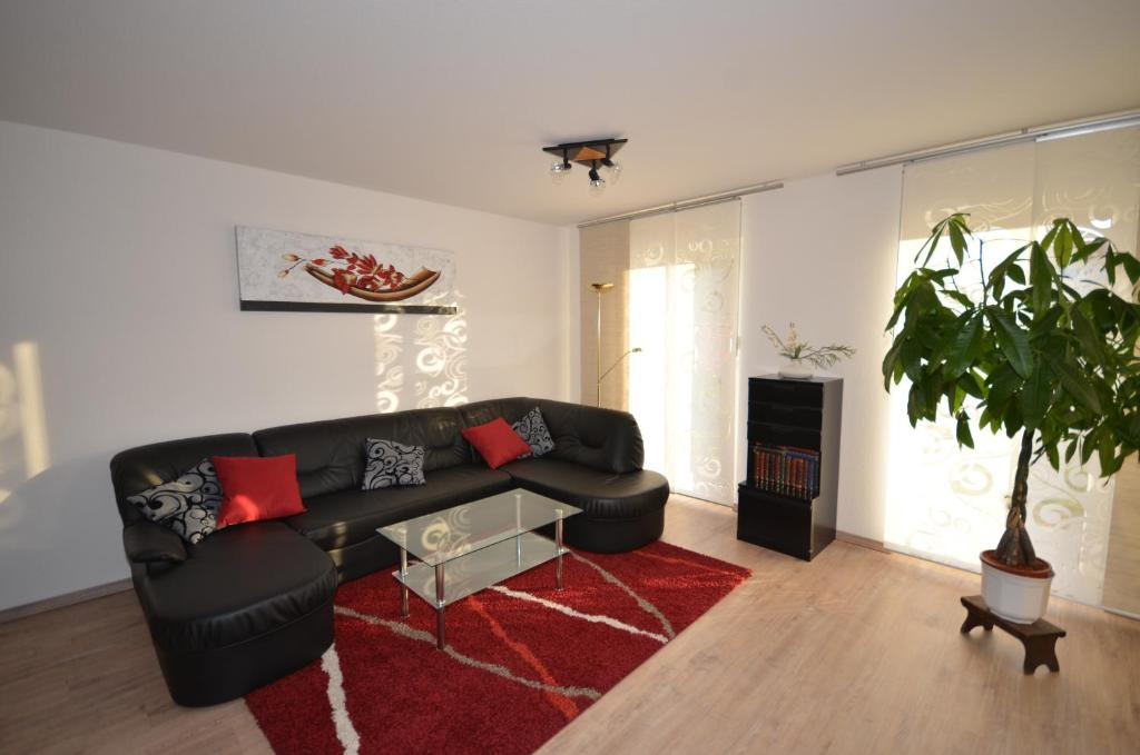 Ein Sitzbereich in der Unterkunft Ferienwohnung im Weinbergweg