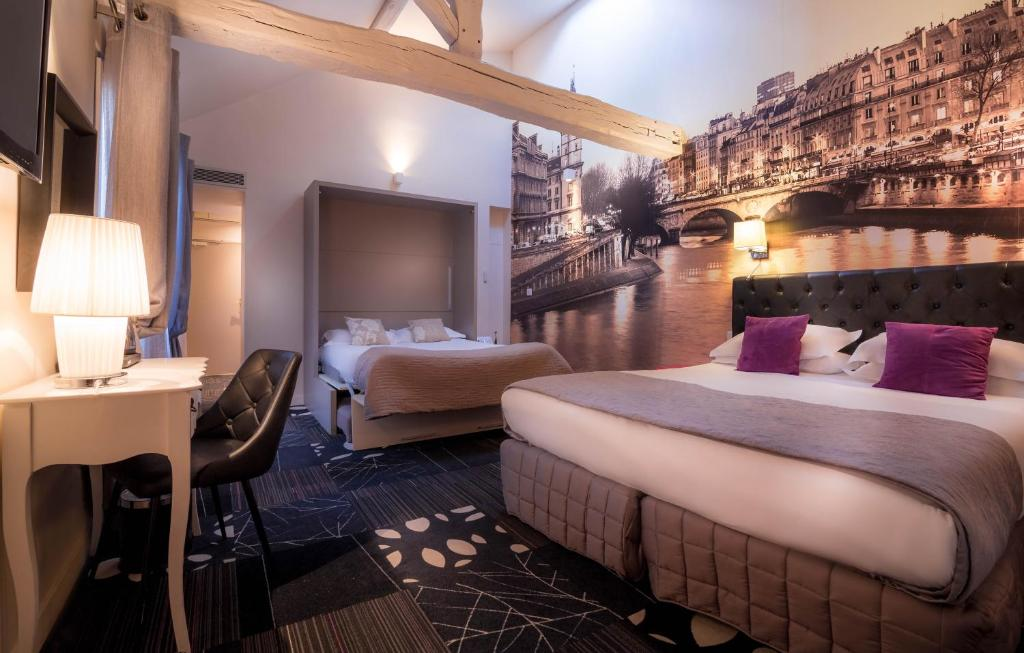 A bed or beds in a room at Hotel Ascot Opera