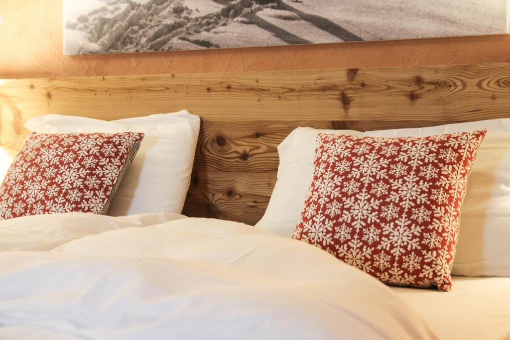 A bed or beds in a room at Malga Millegrobbe Nordic Resort
