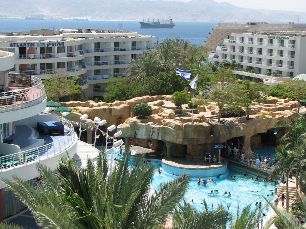 Vaade basseinile majutusasutuses Club Hotel Eilat - Resort, Convention & Spa või selle lähedal