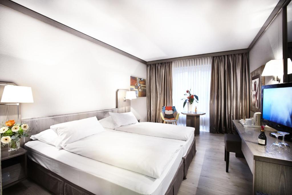 Ein Bett oder Betten in einem Zimmer der Unterkunft Hotel Düsseldorf City by Tulip Inn