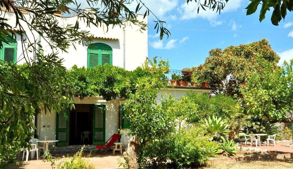 Seafront Apartments Gardenhouse, Taormina, Italy - Booking.com