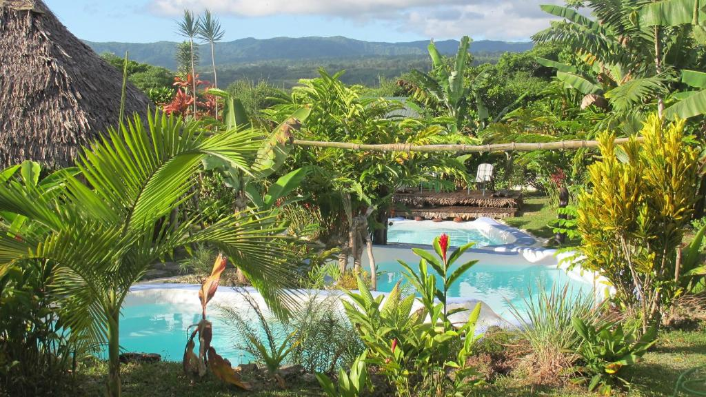 A view of the pool at Les Cottages de Bellevue Ecolodge or nearby
