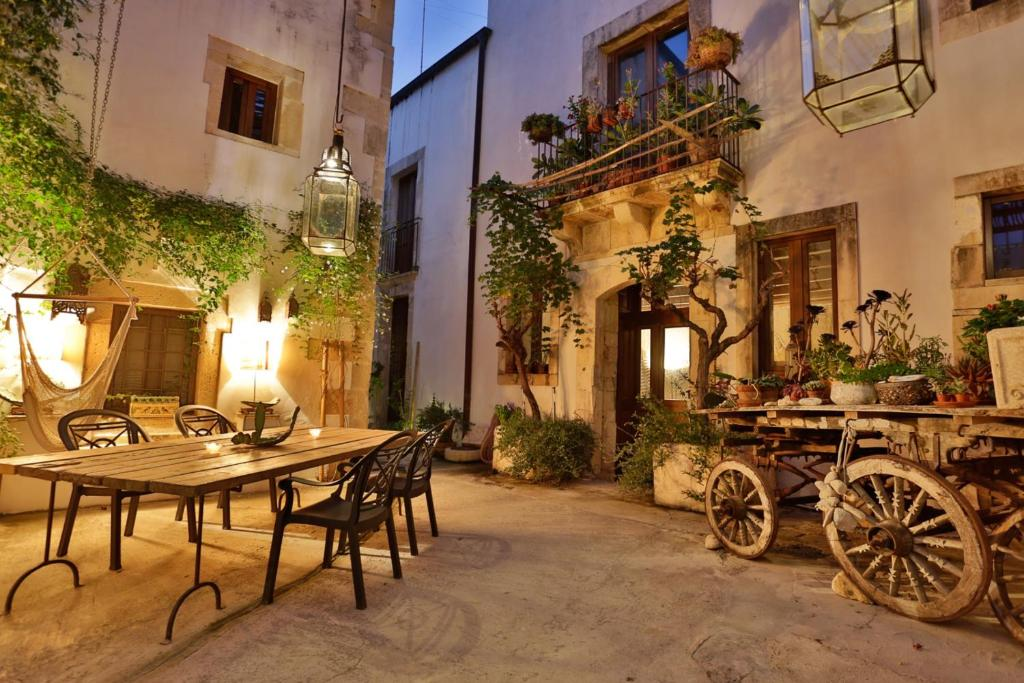 A restaurant or other place to eat at Alla Giudecca