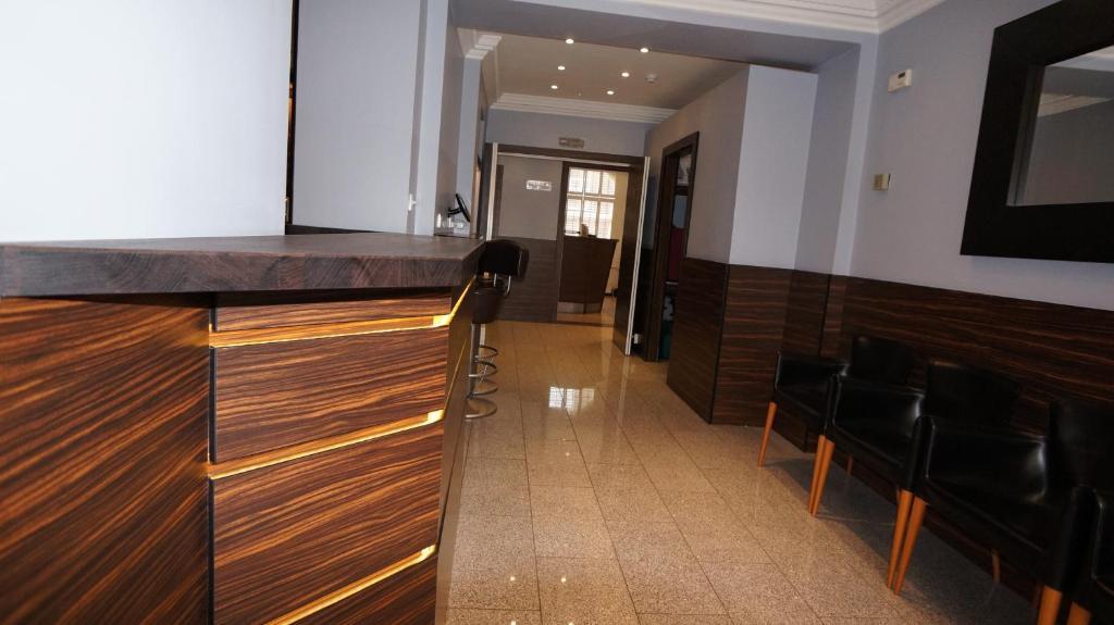 Crestfield Hotel