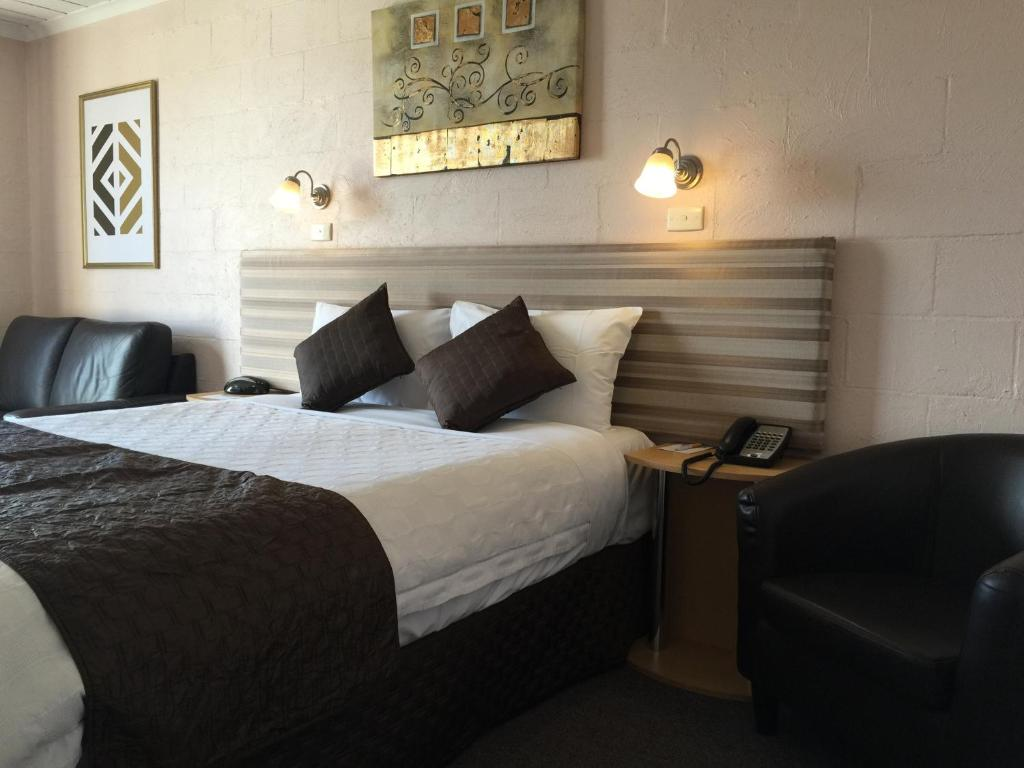 A bed or beds in a room at Balmoral On York