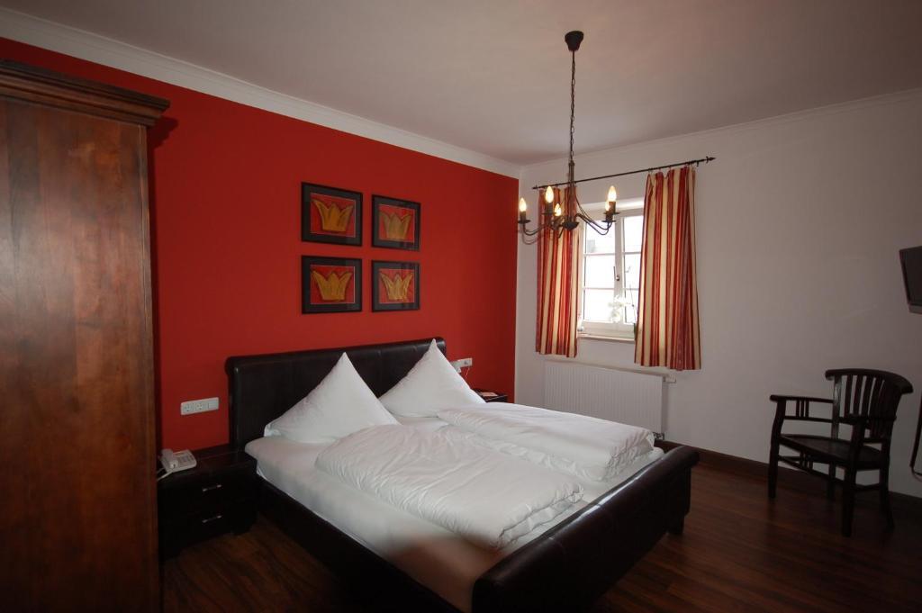 Ein Bett oder Betten in einem Zimmer der Unterkunft Gasthof Lutz