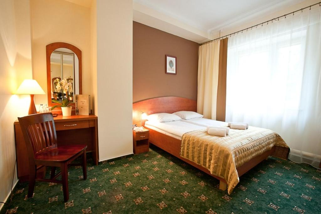 Łóżko lub łóżka w pokoju w obiekcie Złoty Lin