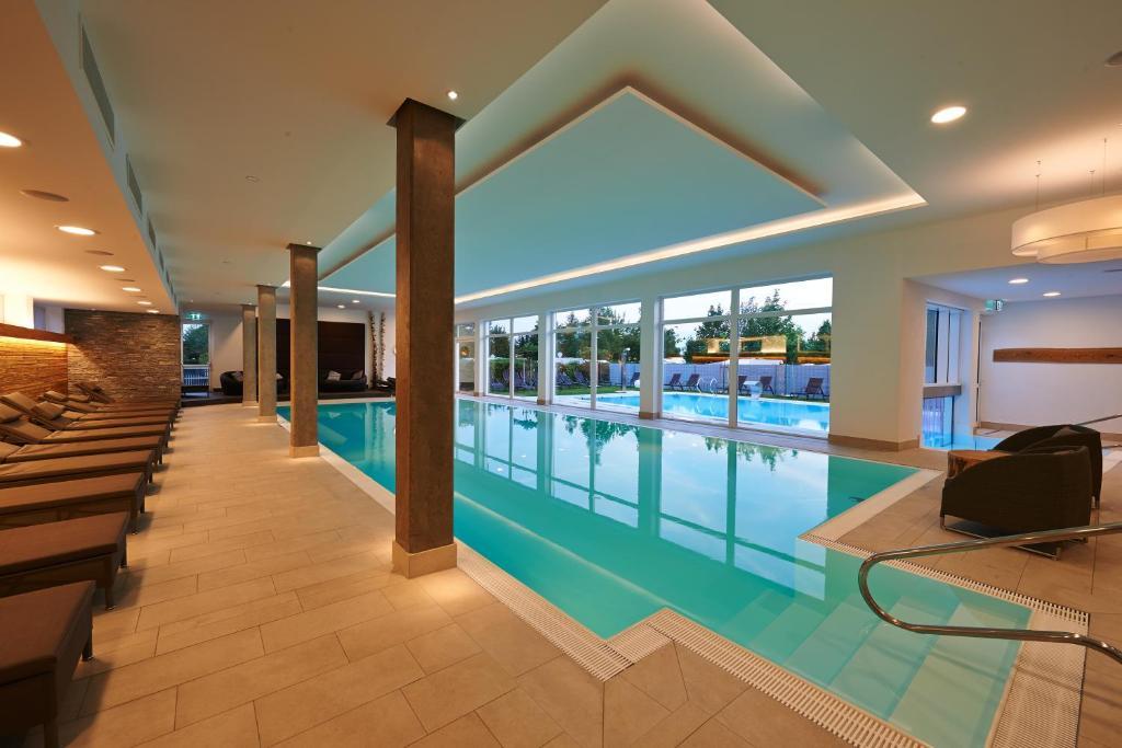 Der Swimmingpool an oder in der Nähe von Kur- und Feriencamping Max 1