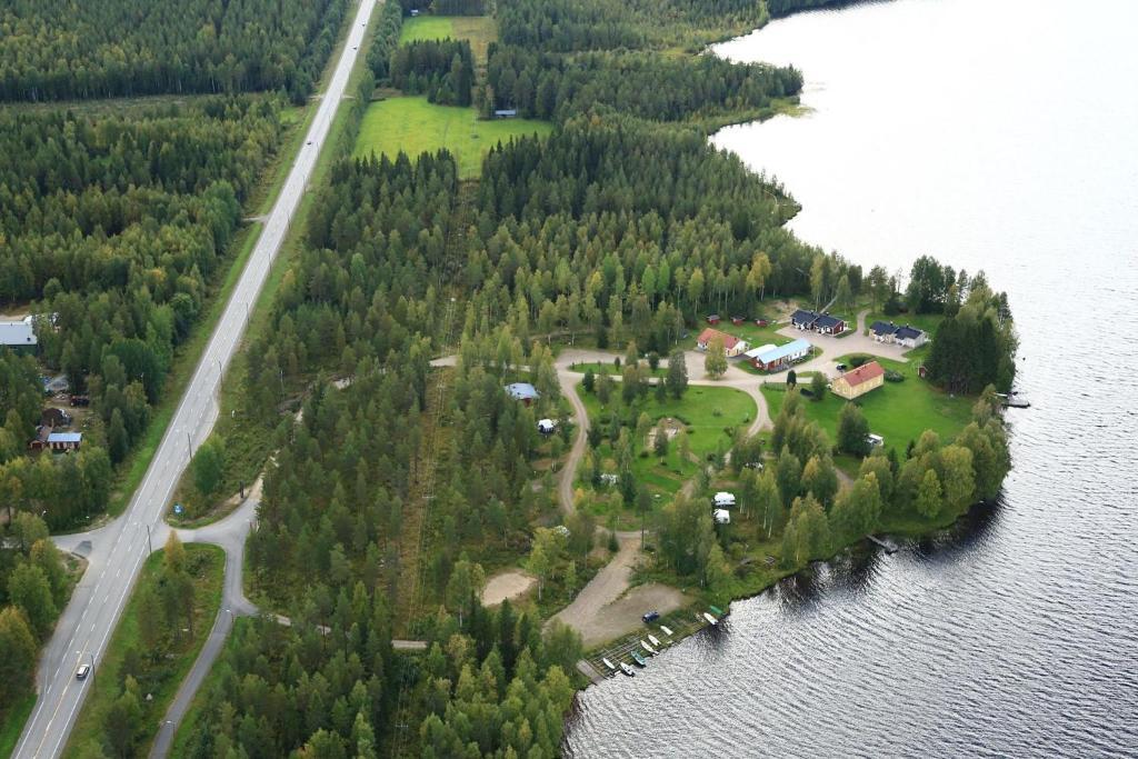 Majoituspaikan Ristijärven Pirtti Cottage Village kuva ylhäältä päin