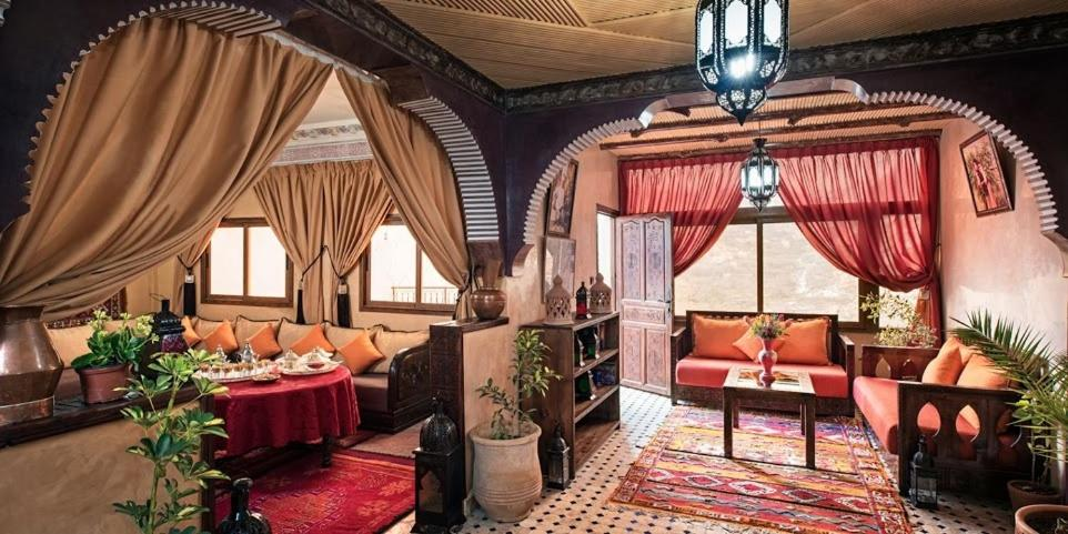 A restaurant or other place to eat at Riad Atlas Prestige