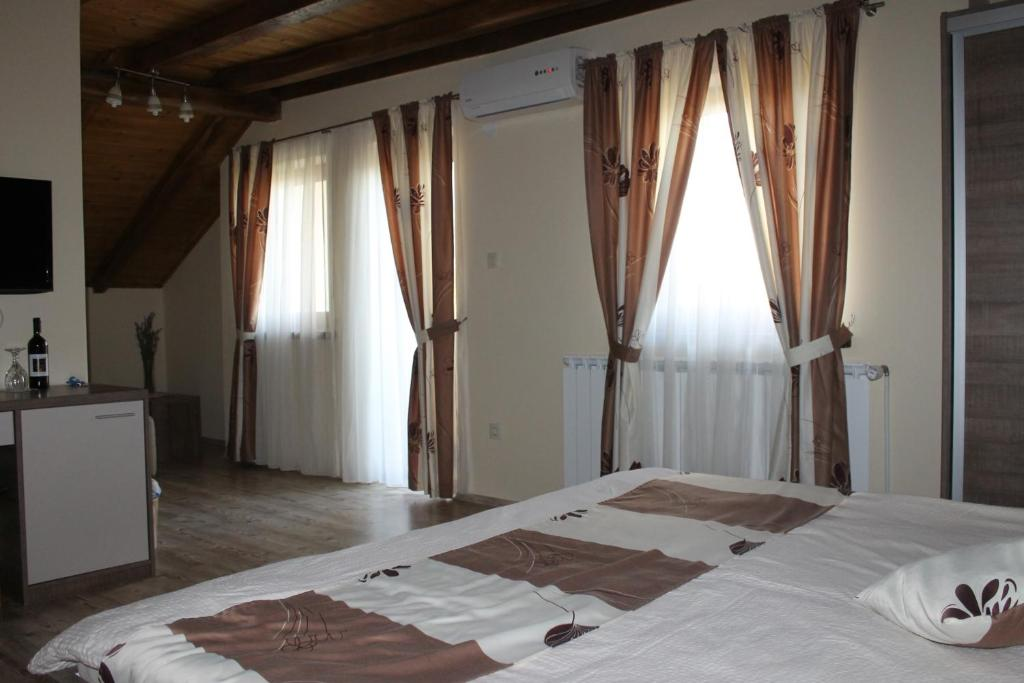 A bed or beds in a room at Rooms & Apartment Vinia