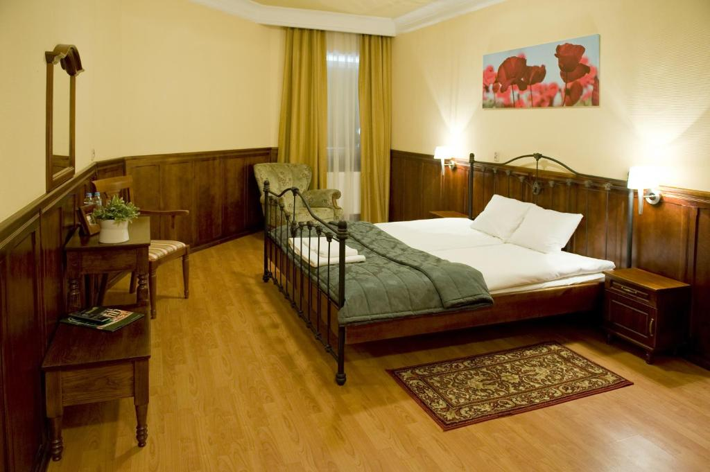 Lova arba lovos apgyvendinimo įstaigoje Hotel Kresowianka