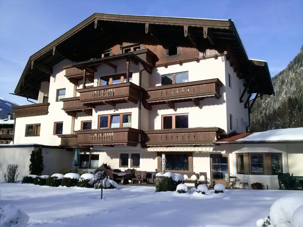 Hotel Garni Erler im Winter