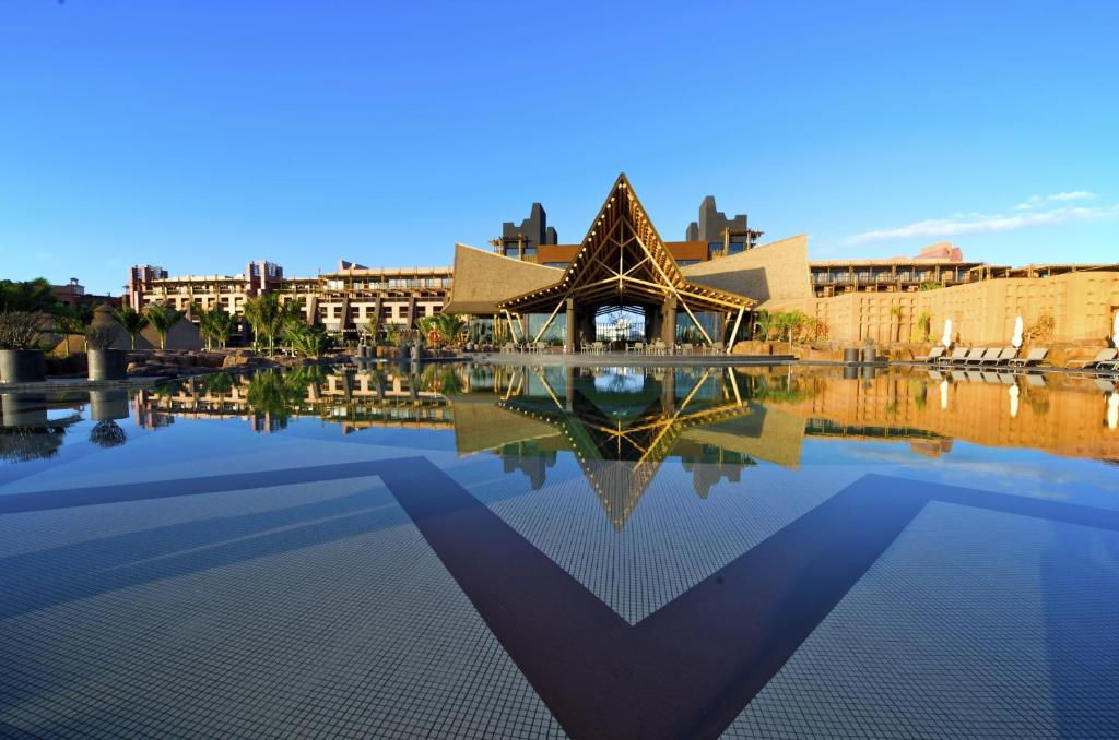 The swimming pool at or near Lopesan Baobab Resort