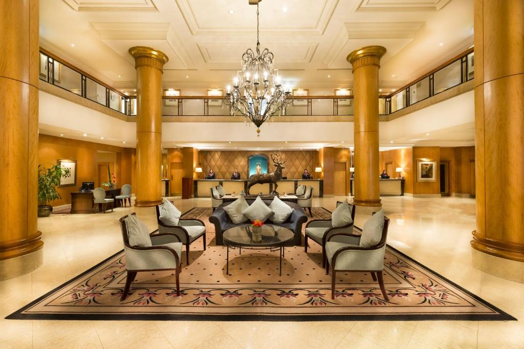 The lobby or reception area at Millennium Gloucester Hotel London