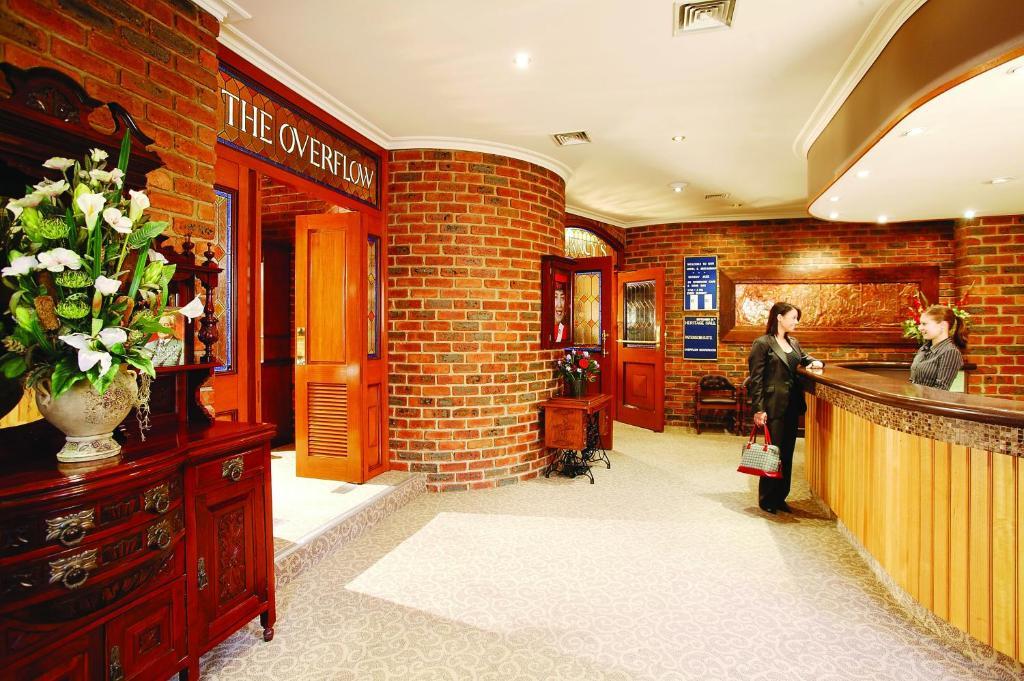 Лобби или стойка регистрации в Hotel Bruce County