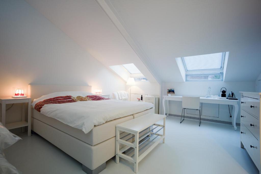 Een bed of bedden in een kamer bij B&B De Kloostertuin