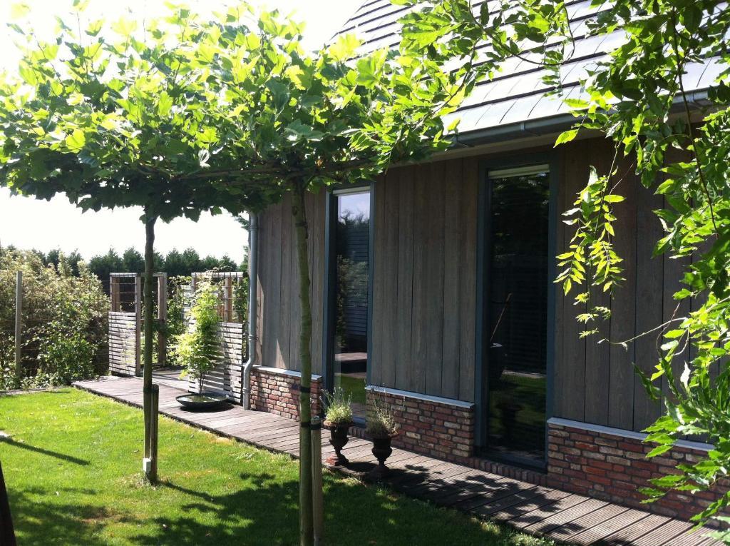 A garden outside De Greenhouse, Free parking