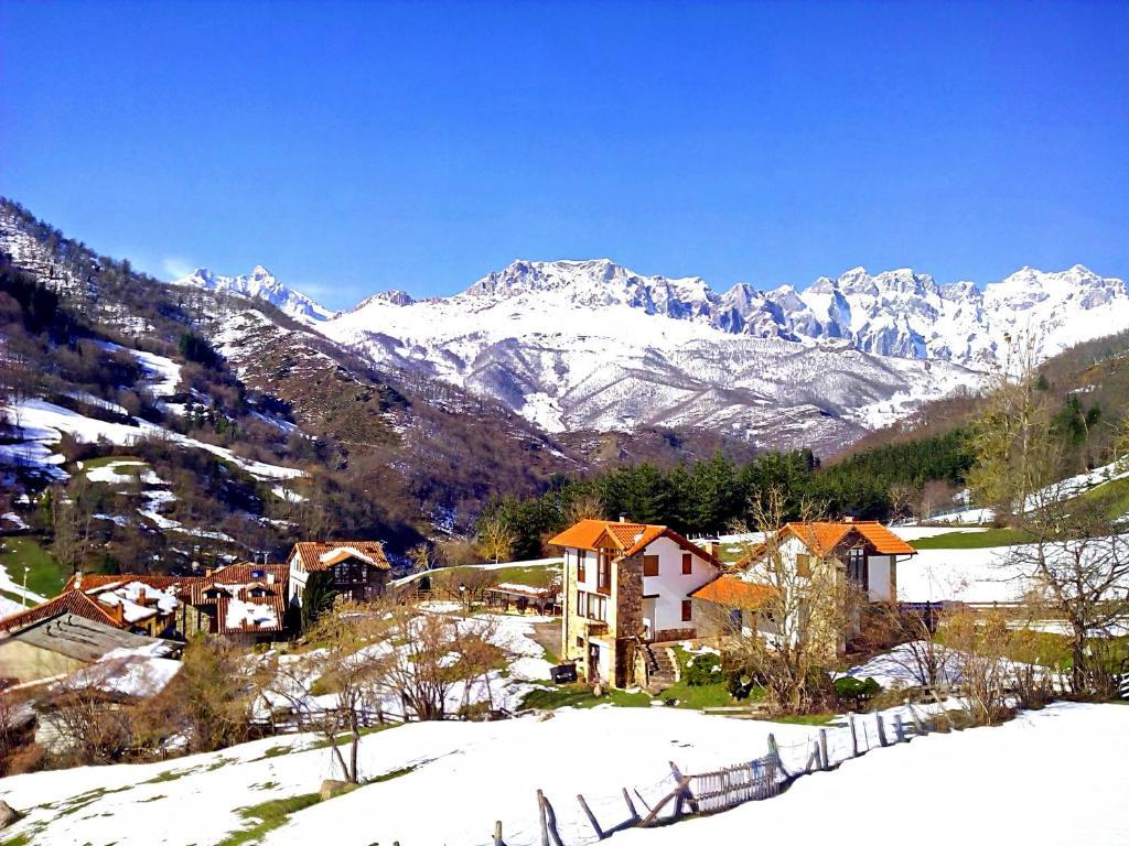 Casas Rurales y Apartamentos La Hornera en invierno