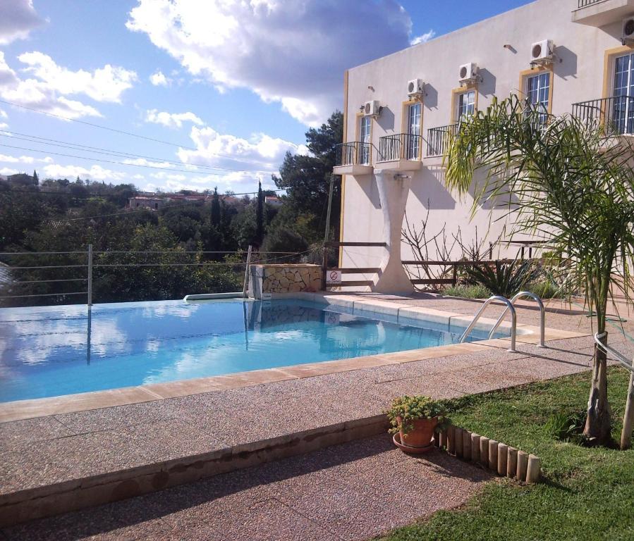A piscina em ou perto de Golda Sol