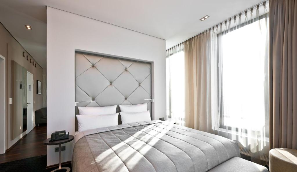 Letto o letti in una camera di COSMO Hotel Berlin Mitte